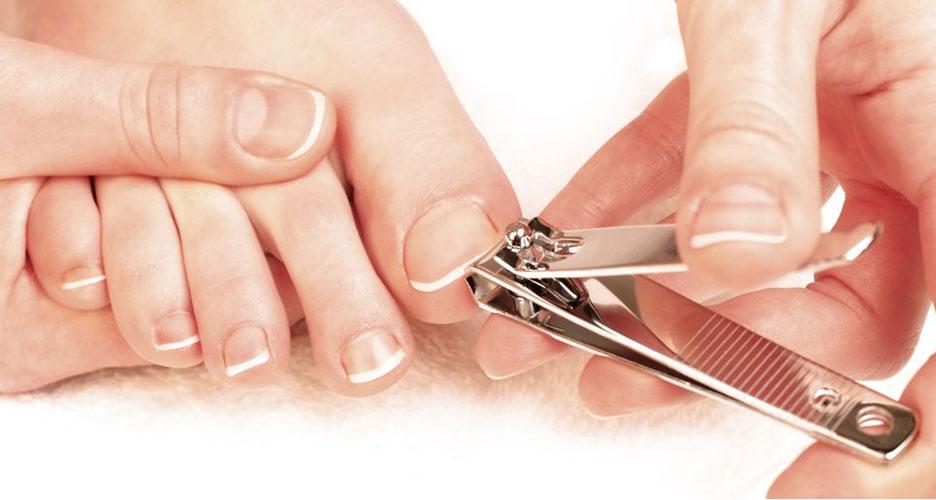 Se couper régulièrement les ongles